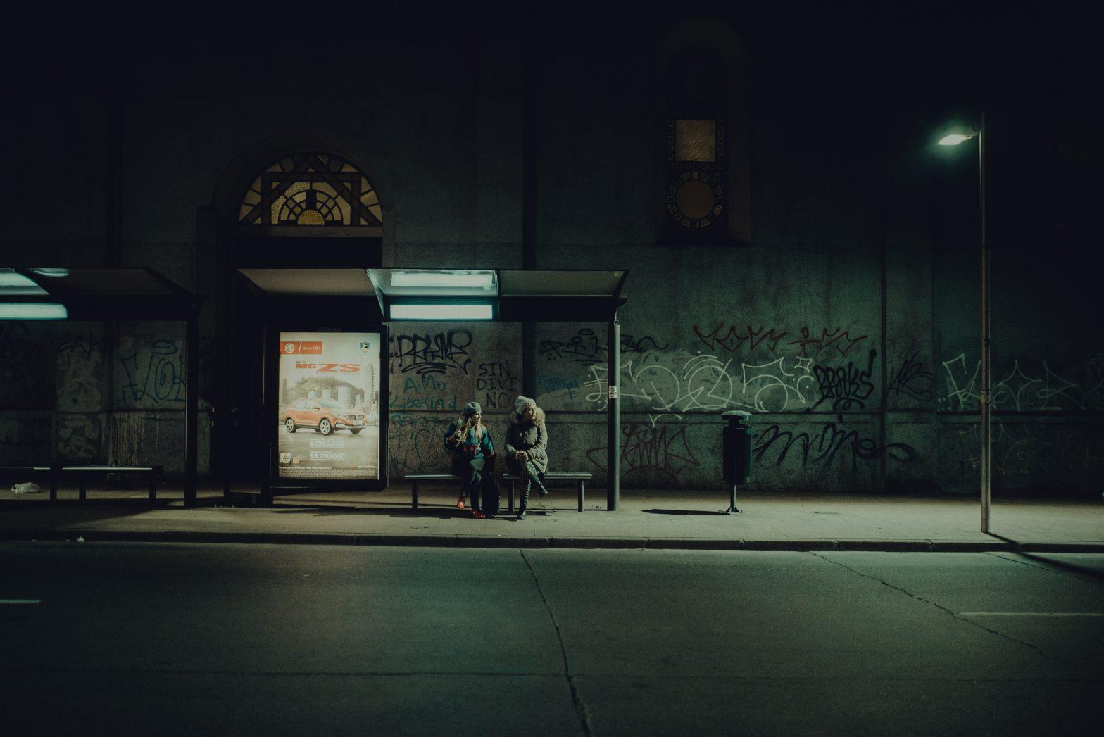 Autobusa pietura. Foto Lucas Quintana.
